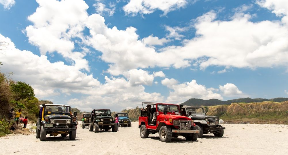 4x4 trucks touring the mt. pinatubo