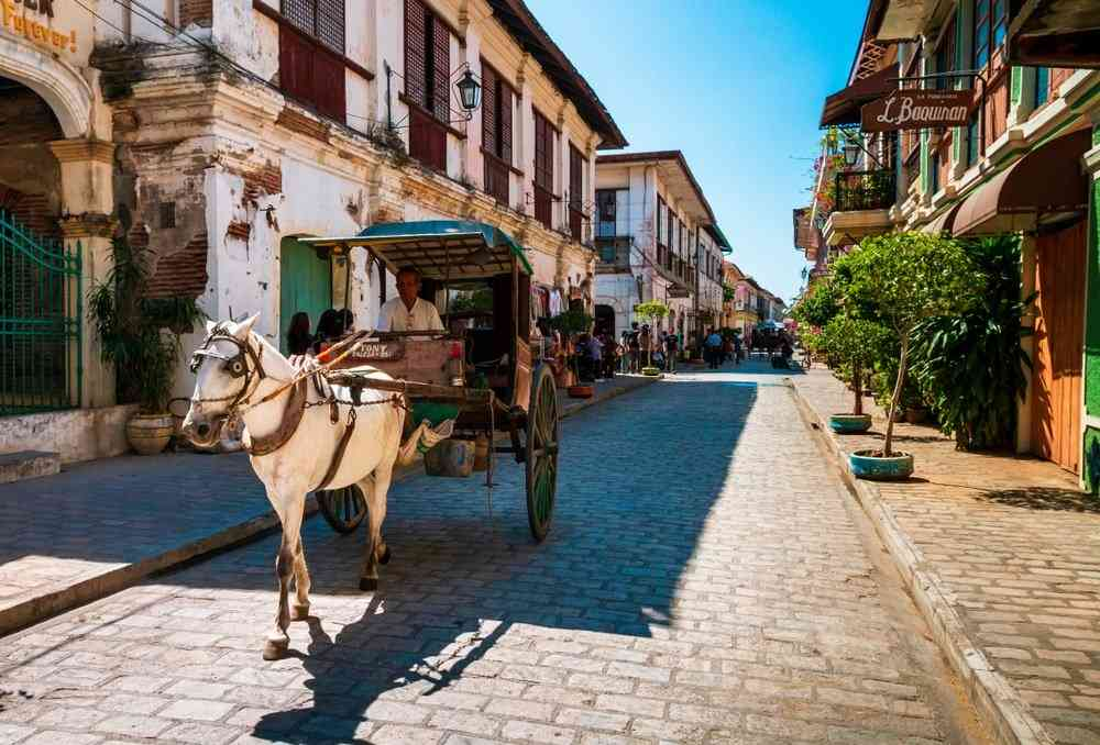 horse carriage at calle crisologo in vigan