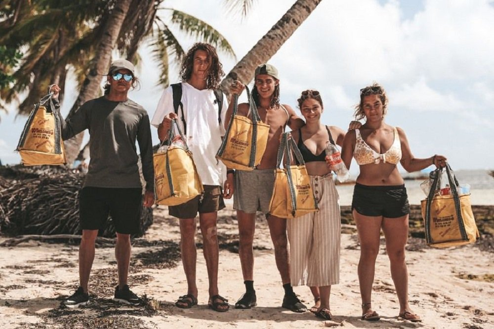 tourists who joined the beach clean up in siargao