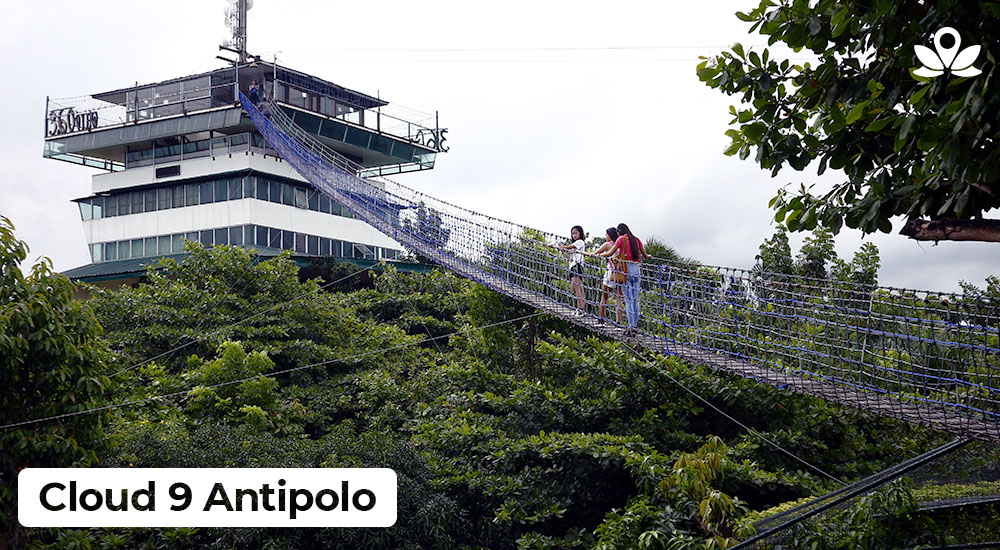 tourists walking at the hanging bridge at cloud 9 Antipolo tourist spot