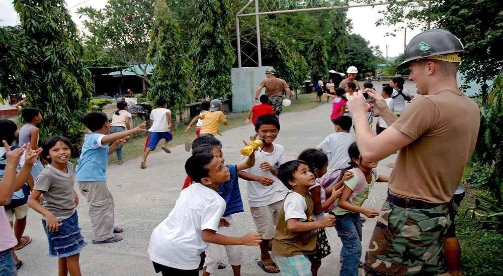 filipino kids with a foreigner philippines tourism news
